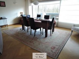 Au sein du quartier Messidor, spacieux appartement de 150 m2 meublé au 6ème étage avec terrasse plein sud. Hall d'entrée a