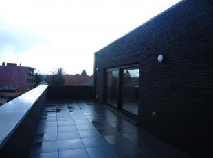 Rustig gelegen nieuwbouw appartement met 2 slaapkamers en een terras gelegen te Eisden.<br /> U komt binnen in de inkomhal van het appartement.<br />