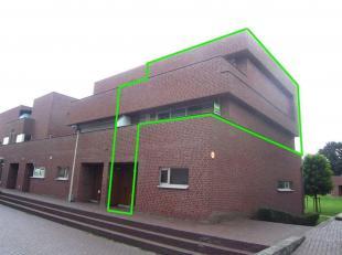 Te huur Duplex appartement op een centrale locatie in Maasmechelen.<br /> Het appartement is bereikbaar via een privé-voordeur. We bevinden ons