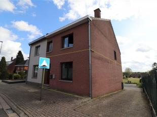 In het gezellige dorp Gellik, een deelgemeente van Lanaken, wordt dit gelijkvloers appartement te koop aangeboden.  In de onmiddellijke omgeving kan u