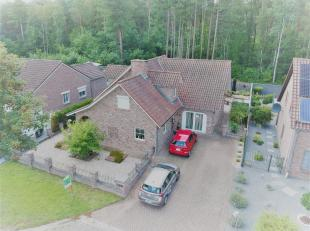 Deze vrijstaande woning is gelegen in een doodlopende straat achter de ''Mechelse Heide, park hoge kempen'' genoemd. <br /> Bij het binnenkomen van de