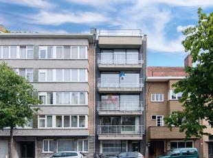 Dit appartement met 2 slaapkamers geniet van een zeer vlotte verbinding naar E40, E403 en op wandelafstand van Brugge centrum.<br /> Appartement als v