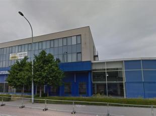 Kantoren te koop gelegen aan de Bisschoppenhoflaan boven de nieuwe vestiging van Carrefour.Elke verdieping is +-504m² groot.Het pand voorziet bov
