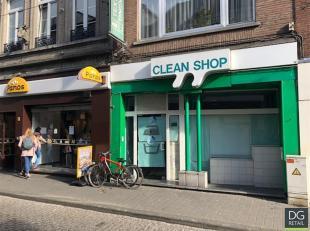 Commercieel gebouw te koop op TOPlocatie in Diest.Het pand is gelegen in het beste stuk van de winkelstraat in Diest.De winkel heeft een gevelbreedte