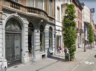 Winkel te huur gelegen aan de Bondgenotenlaan in Leuven.Het gelijkvloers is 400m² groot.Het gebouw geniet van een brede facade wat zorgt voor de