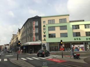 """De drumwinkel """"Strings and Things"""" is ca. 542 m² groot en is gelegen tegenover Den Bell, het administratief gebouw van de Stad Antwerpen. Het pan"""