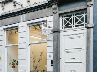 POP-UPDit prachtig handelspand is beschikbaar als pop-up. Gelegen in de Wolstraat, welgekend voor zijn galerijen en antiekwinkels. Het pand is instapk