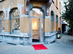 Commercieel hoekpand gelegen aan de Volkstraat in Antwerpen.Dit pand werd prachtig gerenoveerd en afgewerkt met de beste materialen.De gevel van +-14m