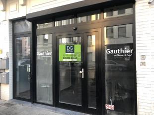 Dit handelgelijkvloers is gelegen op het welgekende Zuid te Antwerpen. Het betreft een oppervlakte van 50 m² en het pand is volledig onderkelderd