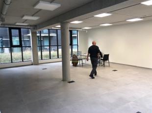 Kantoor te koop gelegen op een unieke locatie.Het nieuwbouwpand is gelegen in het binnen gebied tussen de Vorstermanstraat en de Verlatstraat.Door de