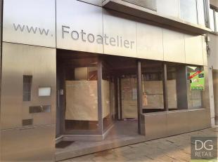 Betreft een top commercieel gelegen handelspand op de Turnhoutsebaan in Schilde. Dit voormalige fotoatelier is ingedeeld in een winkelruimte vooraan v