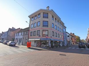 Zeer gunstig gelegen appartement met 3 slaapkamers in het centrum van Tervuren. 1ste verdieping van klein gebouw met lift. 80m² bewoonbaar, veel