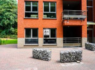 Modern nieuwbouwappartement (90m²) met terras, parking<br /> Onmiddellijk vrij. Geen huisdieren, geen schotelantennes.<br /> Nieuwbouwappartement