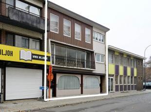 Bij het gemeentehuis gelegen appartementsgebouw. 11,00m façade x 13,00m diepte = 143m² bewoonbare woonoppervlakte per verdieping. 143m&sup