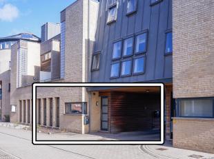 In het boeiende centrum van Dilsen gelegen comfortabel gelijkvloers appartement met privé inkomdeur, 2 slaapkamers, woonkamer met parketvloer,
