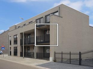 Appartement op de 1e verdieping (lift aanwezig!): 2 slaapkamers en terras.<br /> Afgesloten kelderberging , en ondergrondse parking, zijn in de prijs