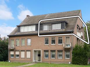 Appartement met 3 slaapkamers, kelderberging en parking, gelegen aan de Boslaan in Lanklaar. Te renoveren.<br /> 2de verdieping (bovenste verdieping,