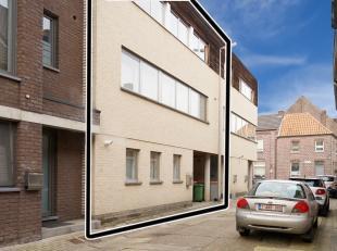 Bel-etage woning in centrum Stokkem.<br /> Gelijkvloers bevindt zich de garage, en een afzonderlijke ruimte voor hobby, bureel of slaapkamer.<br /> De