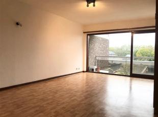 STUDIO 3ème étage CENTRE DE MONS, environ 45m²<br /> , avec une place de parking couverte, ascenseur et cave.<br /> Situé &a