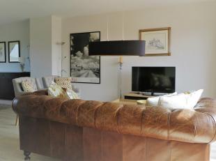 """Dit volledig GEMEUBELD appartement is gelegen in een oase van rust en groen op het domein """"Nachtegalenhof"""" in Wilrijk. Door de liggingop de hoogste ve"""