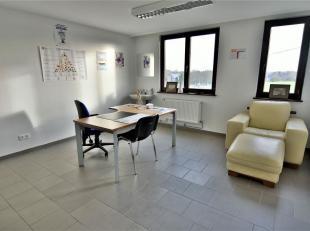 """La personne de contact pour ce bien est Mostosi Maxime au 0496/30.51.12. Plateau de bureau d'environ 160 m² situé dans le """"Centre M&eacute"""