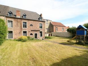 Personne de contact : 0477/270063 ! Dans le centre de Beauraing, sur plus de 5 ares de jardin, cette vaste maison en pierre du pays et briques ancienn