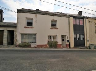 Dans une rue calme à sens unique et à proximité du centre, cette maison 2 chambres est très facile à réam&ea