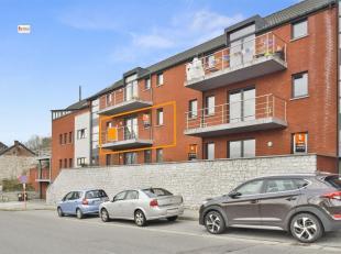 Lumineux appartement au 2ème étage d'une résidence paisible résidence sur les hauteurs de Huy. Il est composé d'un