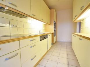 Spacieux et lumineux appartement (rez-de-chaussée) 2 chambres (poss 3) de 100m² situé dans un parc avec piscine proche de toutes le