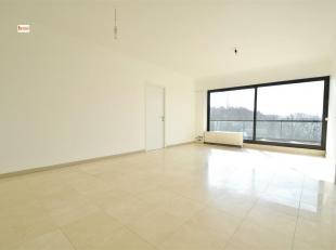 Spacieux et lumineux appartement 3 chambres de 125m² situé dans un parc avec piscine proche de toutes les commodités, à 2 mi