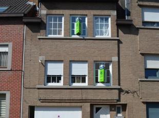 RS Homes Immo verkoopt deze rustig gelegen rijwoning met 3 slaapkamers in de stadsrand van Geraardsbergen.<br /> Deze woning bestaat uit een gelijkvlo