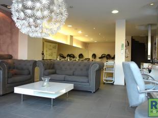 RS Homes Immo verkoopt dit handelsgelijkvloers + tussenvloer met een topligging in het hartje van Halle. Deze door een trouwe huurder uitgebate kapper