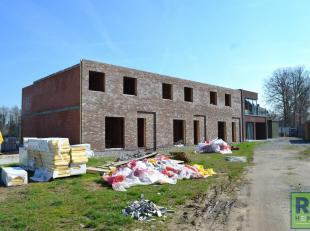 RS HOMES Immo verkoopt deze nieuwbouwwoning te Viane, Geraardsbergen. Deze 2-gevelwoning zal gelegen zijn aan het prachtige kasteeldomein, het pareltj