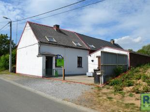 RS HOMES Immo verkoopt deze karaktervolle, op te frissen woning te Overboelare, Geraardsbergen. Met een ruime garage en een aangename tuin beschikt de