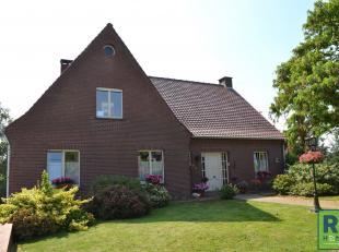 RS HOMES Immo vend cette belle villa située à Deux-Acres, à la frontière avec Grammont. Cette villa lumineuse bén&e