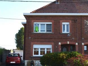 RS HOMES Immo verkoopt deze ruime gezinswoning met 3 slaapkamers en garage te Geraardsbergen. Deze woning bestaat op het gelijkvloers uit een inkomhal
