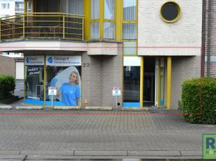 RS HOMES Immo verkoopt dit goed gelegen handelsgelijkvloers in het hartje van Ninove. Gelegen in een straat met veel doorgaand verkeer en een grote pa