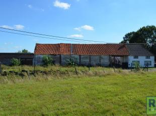 RS HOMES IMMO verkoopt deze ruime gesloten hoeve, gelegen op een rustige locatie te Appelterre-Eichem (Ninove). Deze prachtige hoeve, daterend uit de