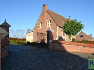 RS homes immo vous propose cette maison idyllique avec une belle allée pavée à Moerbeke, Grammont. La parcelle a une largeur de r