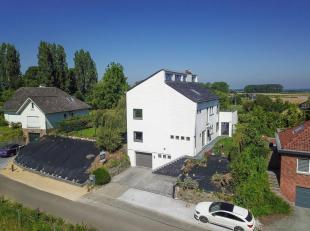 Property One vous propose une magnifique villa scindée en deux habitations idéalement situées dans le quartier calme et verdoyant