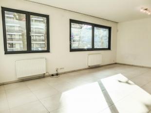 Property One vous propose un charmant studio idéalement situé à proximité immédiate de toutes les commodités