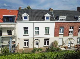 Property One vous propose une charmante maison idéalement située dans une voie sans issue dans un environnement calme tout en éta