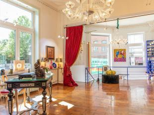 Property One vous propose un magnifique espace commercial facilement transformable en appartement dans le quartier très prisé du Sablon