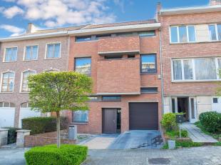 Property One vous propose une maison exceptionnelle située dans un environnement calme à proximité du club de sport Aspria La Ras