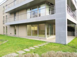 Dit luxueuze gelijkvloers appartement in hedendaagse stijl maakt deel uit van een unieke residentie met aandacht voor hoogwaardige materialen en een h