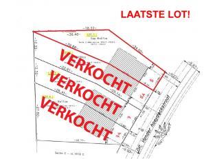 - Breedte perceel voorzijde: 10m55<br /> - Eengezinswoningen in half open bebouwing<br /> - Enkel nevenfuncties, complementair aan het wonen, zoals ka