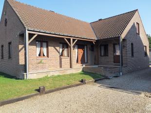 Dit landelijke woonhuis met ruime opslagplaats is gelegen in het gezellige Geistingen, op 500m van de Maas en de jachthaven van Ophoven. Dit huis bied
