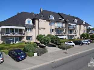 Dit royale appartement met luxe-afwerking heeft vier slaapkamers, twee badkamers, gezellige terrassen en ligt op wandelafstand van de binnenstad. Door
