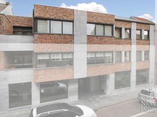 Dit prachtig luxe-appartement van 348 m² (dit is inclusief zolderruimte) op de tweede verdieping heeft een mooi open terras van 30m² aan de