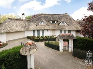 Deze unieke villa gebouwd in 1996 is een absolute topper door zijn ruime indeling (bew. opp.: ca. 504m²), het gebruik van duurzame en kwalitatiev